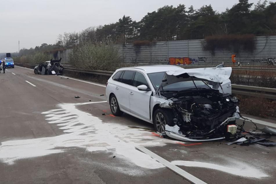 Erneut schwerer Unfall auf A2: Autofahrer in Fahrzeugen eingeklemmt!