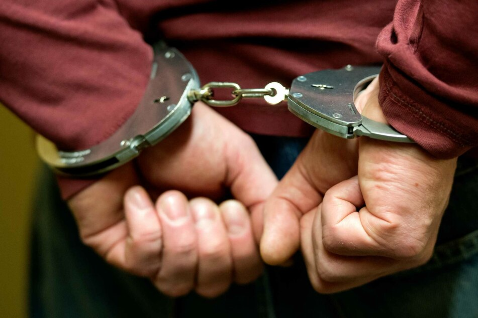 Die Bremer Polizei verhaftete am Donnerstag einen Krankenpfleger, der zwei Patienten mit Medikamenten getötet haben soll. (Symbolfoto)