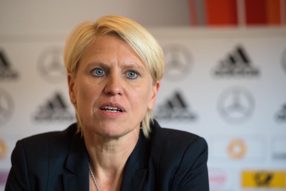 Die damalige Teammanagerin Doris Fitschen spricht 2016 auf einer Pressekonferenz der Fußballnationalmannschaft der Frauen.