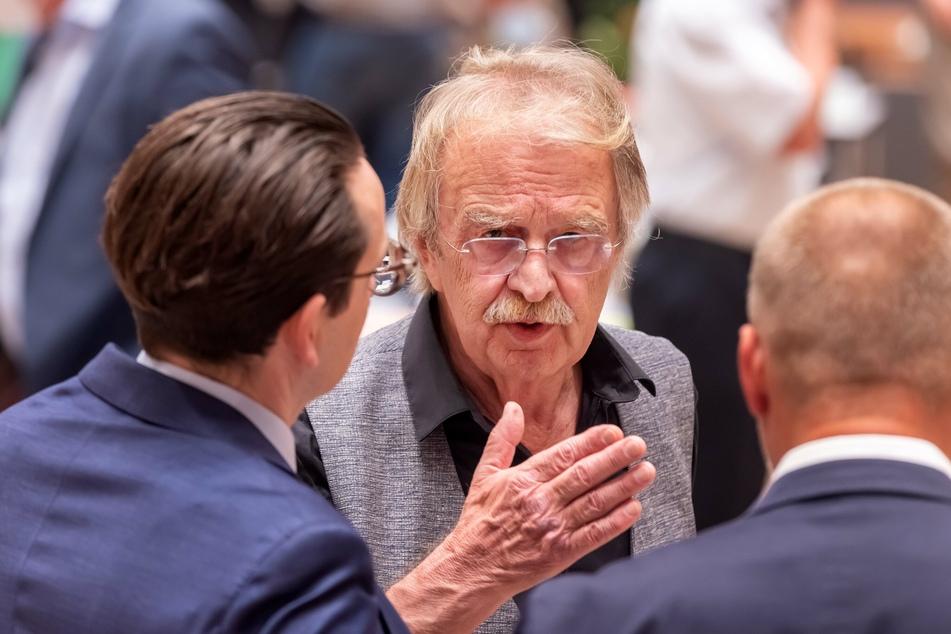 Ratlosigkeit unter den Stadtratsmitgliedern: Kaum hatte Dieter Füsslein (80, FDP) das Los gezogen, war die Wahl auch schon annulliert.