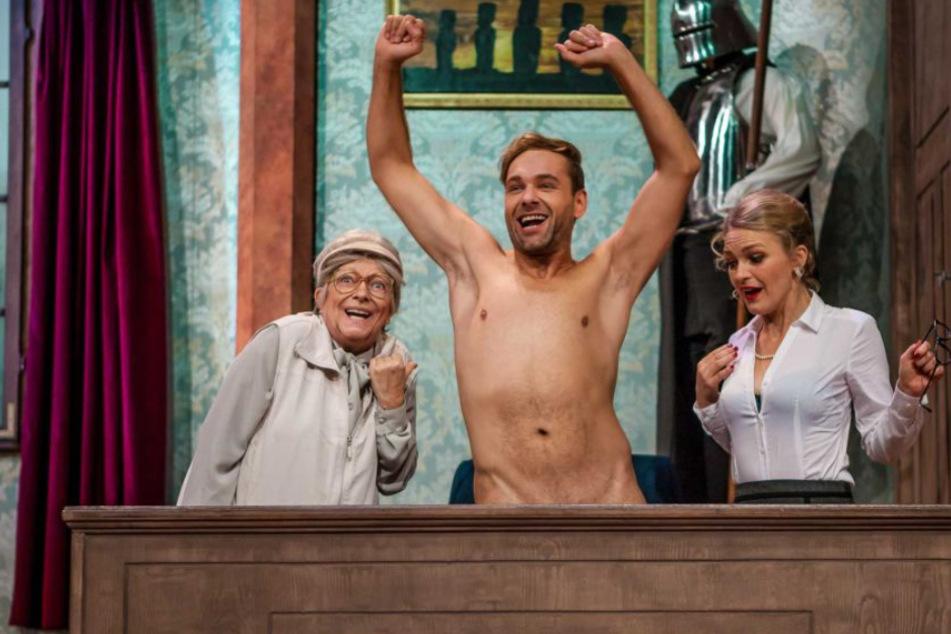 """In der Rolle des Herrn Gailer in """"Herr Lehrer, Fräulein Lustig Schwänzt"""" zeigte sich Andreas Köhler (38) komplett hüllenlos."""