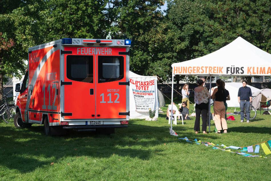 Wegen der gesundheitlichen Folgen des Hungerstreiks rückte schon am Dienstag ein Krankenwagen an.