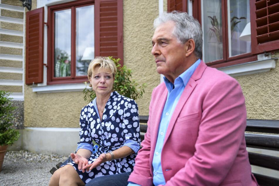 Sturm der Liebe: André tröstet die aufgelöste Linda.