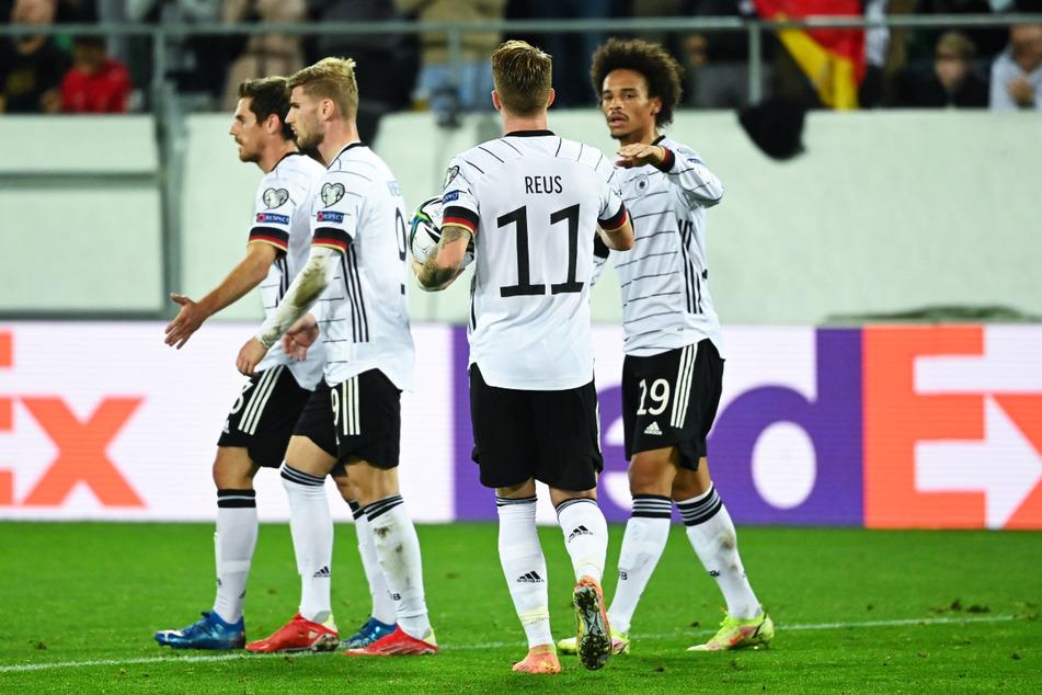 Leroy Sane (r.) legte das 2:0 für die DFB-Auswahl nach.
