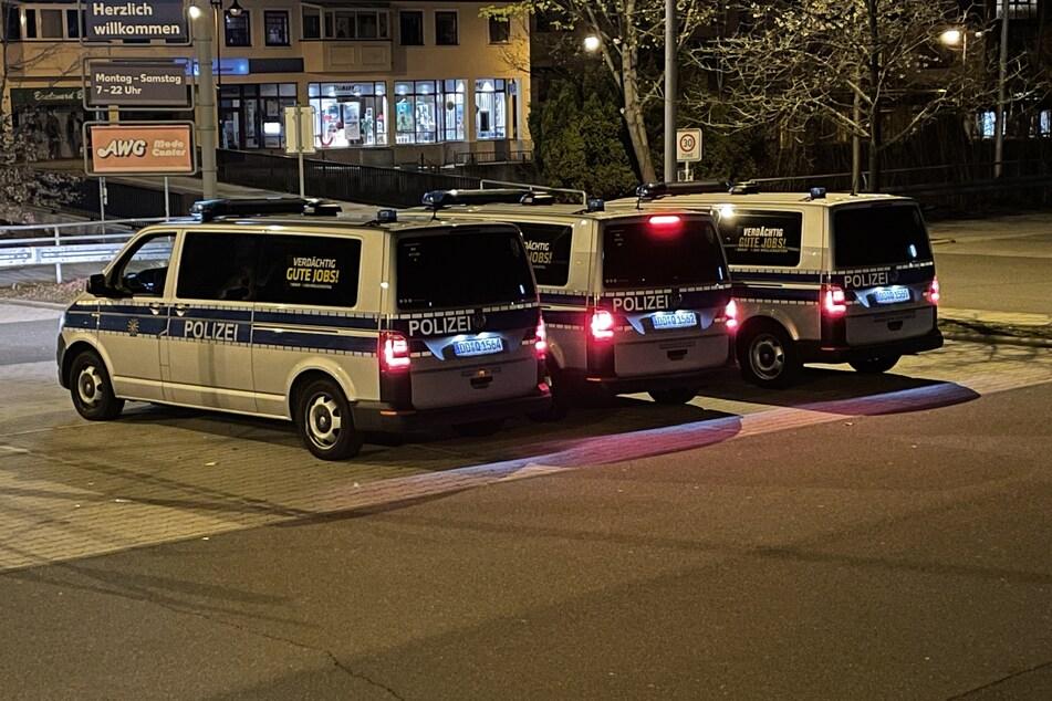 Großer Polizeieinsatz in Schwarzenberg am Samstagabend! Dort fand eine Mega-Corona-Party statt. Die Polizei war anschließend in der Innenstadt präsent, wie hier auf dem Kaufland-Parkplatz.