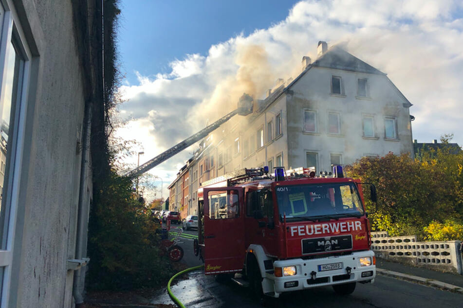 Furchtbare Tragödie: Kleines Mädchen (3) stirbt bei Feuer, Vater wollte noch ins brennende Haus zurück rennen!