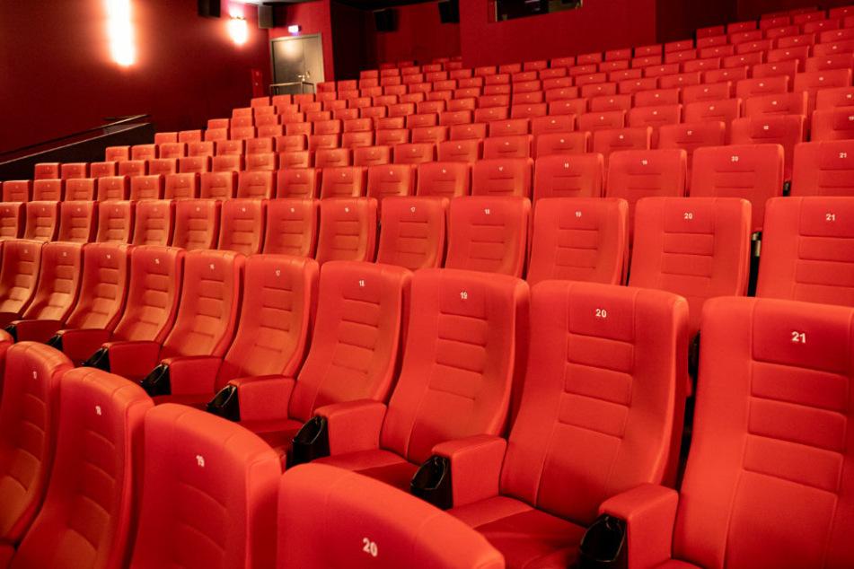 Die leeren Sitze im Kinosaal des Cineplex Alhambra könnten sich in Zukunft wieder zur Hälfte füllen.