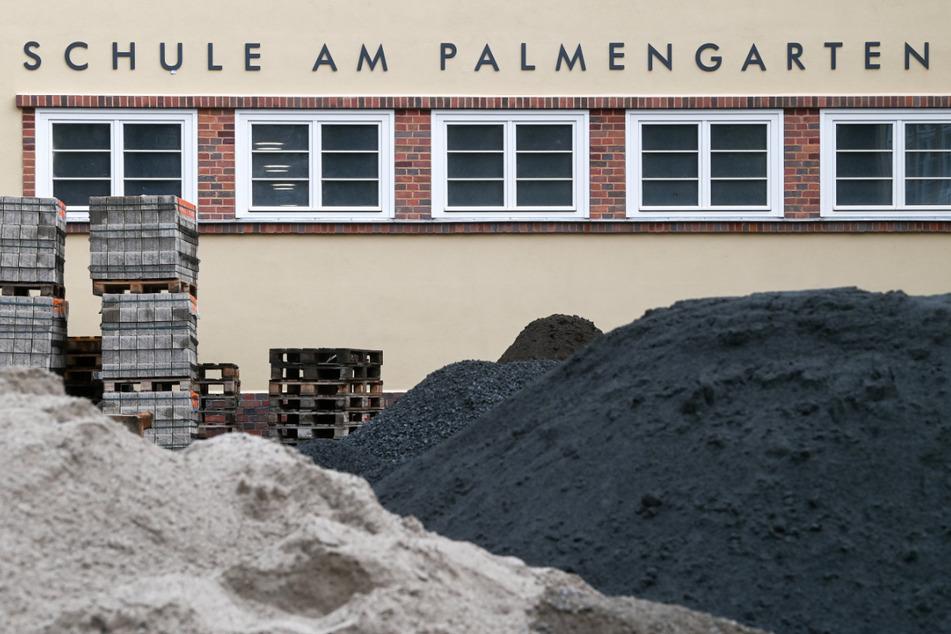 Das Leipziger Gymnasium am Palmengarten wird derzeit saniert. Noch in diesem Jahr sollen hier wieder Schüler lernen.