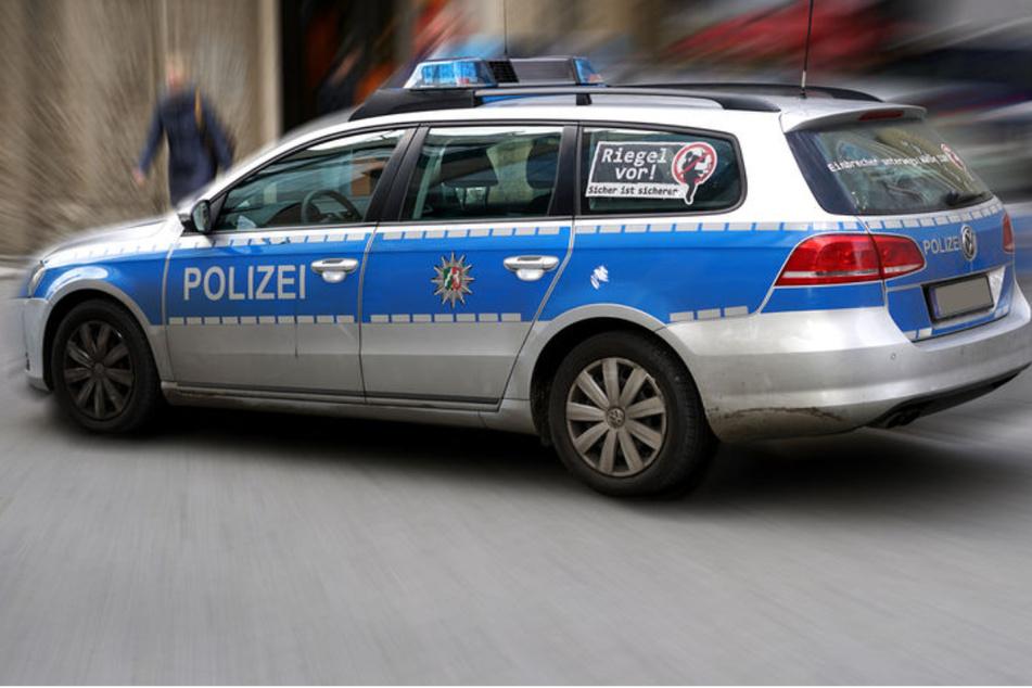 Auto fährt an Spielplatz in Menschengruppe: Mordkommission ermittelt