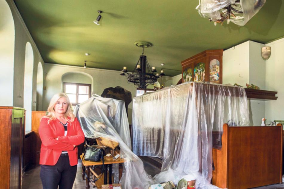 """""""Schießhaus""""-Wirtin Ute Stöhr (50) hat wegen der Bauarbeiten im Haus das Mobiliar verpackt."""