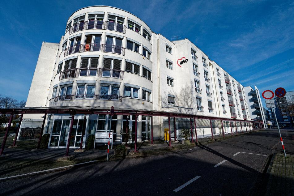 Nach einem Corona-Ausbruch in einem Leverkusener Seniorenzentrum sind dort bislang 15 Bewohner gestorben.