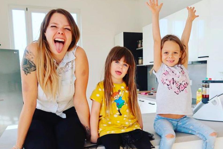 Anne Wünsche (28) mit ihren Töchtern Juna (4, m.) und Miley (6).