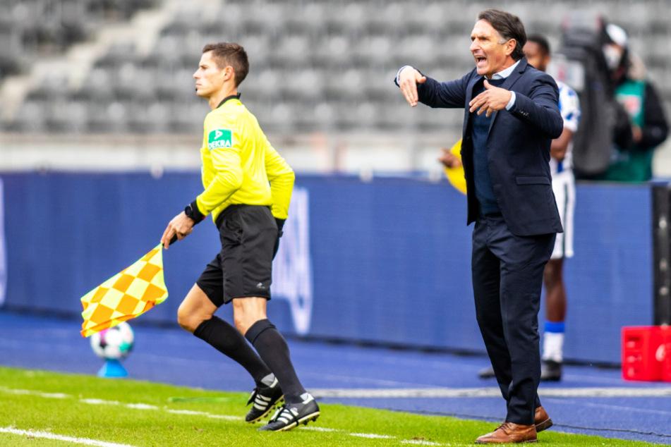 Hertha-Coach Bruno Labbadia (54; r.) weiß um die Stärke von RB Leipzig.