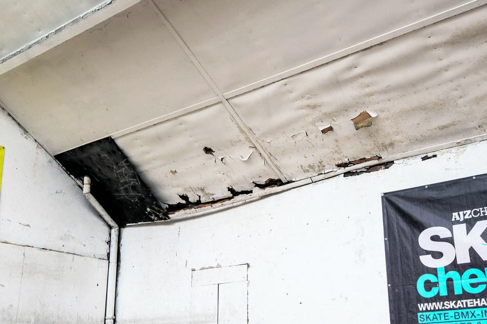 Das Dach der Druckbude hat Risse und wurde nur notdürftig geflickt. Die Halle ist zu klein für die steigende Zahl an Fun-Sportlern.