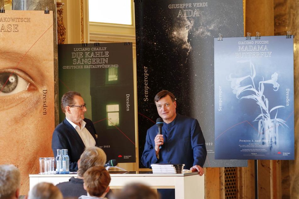Intendant Peter Theiler (64, l.) und Chefdirigent Christian Thielemann (62) bei der Pressekonferenz zur neuen Spielzeit in der Dresdner Semperoper.