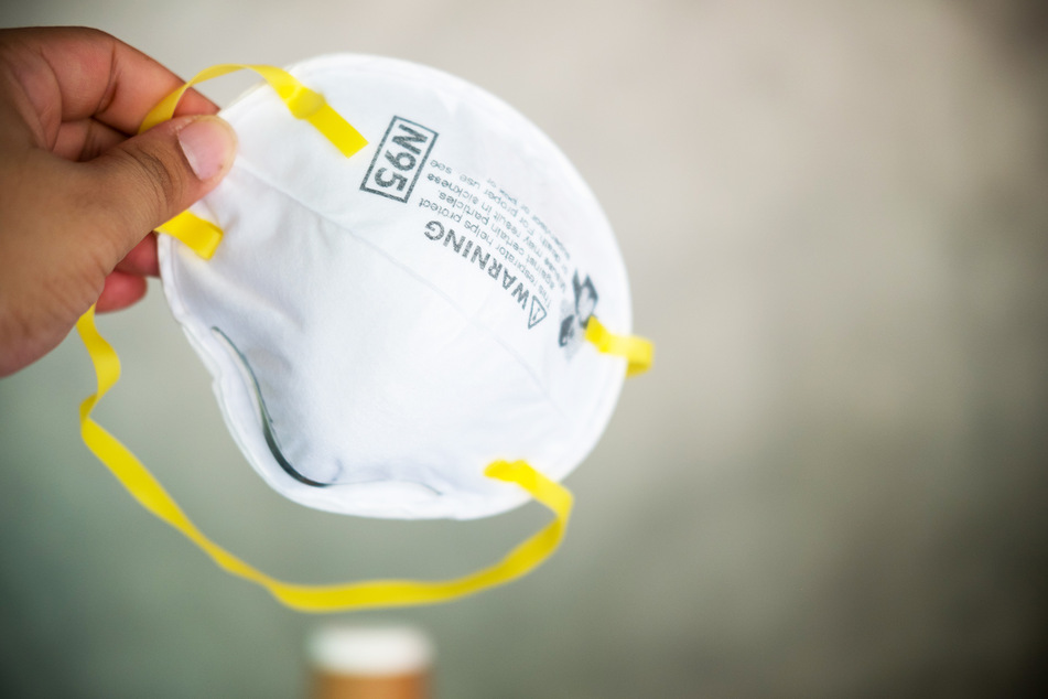 Eine N95-Maske soll zumindest eine Mitschuld am Unfall haben. (Symbolbild)