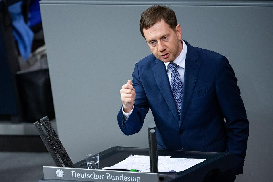 Ministerpräsident Michael Kretschmer (45, CDU) kündigt an, den Grenzverkehr nach Tschechien erheblich einzuschränken.