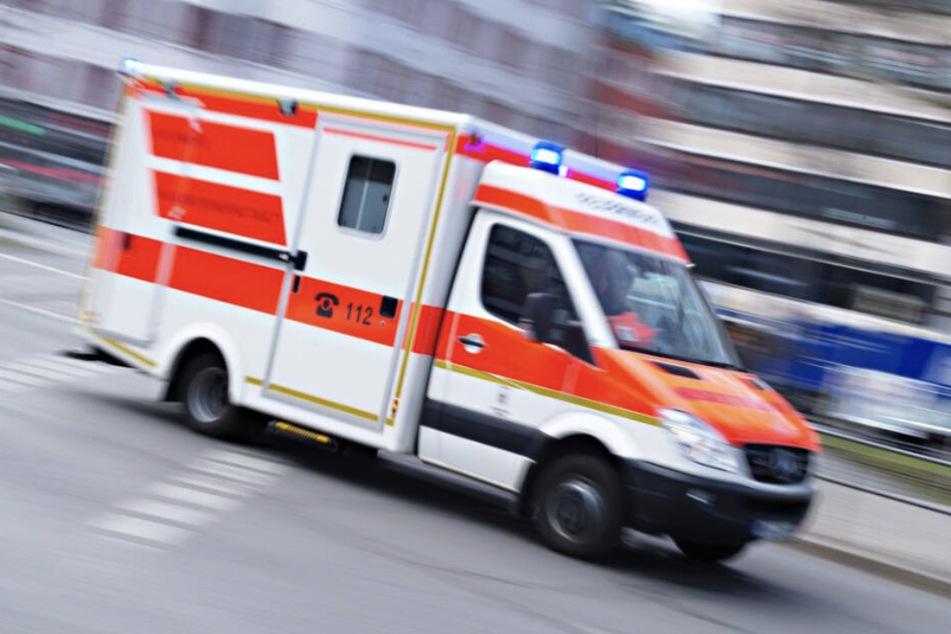 Der eintreffende Notarzt konnte nichts mehr für die 17-Jährige in Eschenrode tun: Sie erlag noch an der Unfallstelle ihren schweren Verletzungen. (Symbolbild)