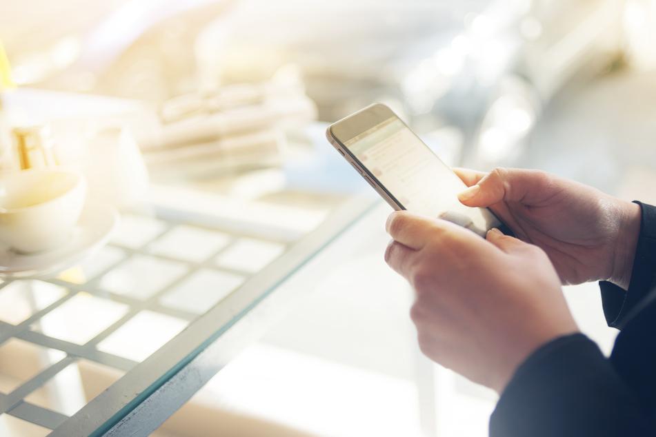 Manche Handys klingelten in der letzten Zeit öfter als üblich. Eine SMS der Bundesregierung ist dafür verantwortlich (Symbolbild).