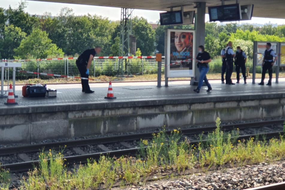 Polizeibeamte am Freitag am Esslinger Hauptbahnhof.