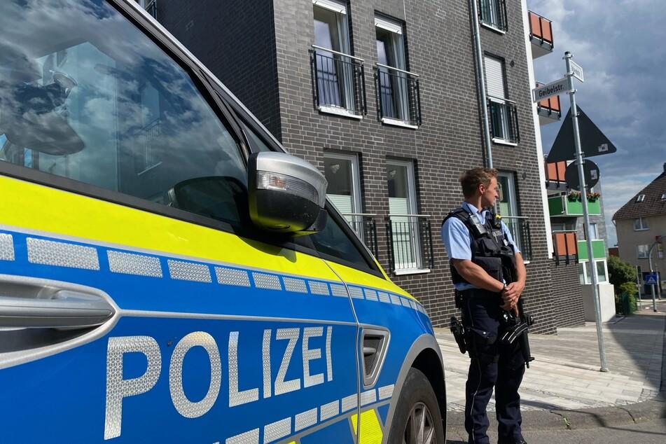Am Mittwoch waren ein Mann (24) und eine Frau (47) schwer verletzt worden. Mehrere Schüsse waren gefallen, der mutmaßliche Täter ist noch immer auf der Flucht.