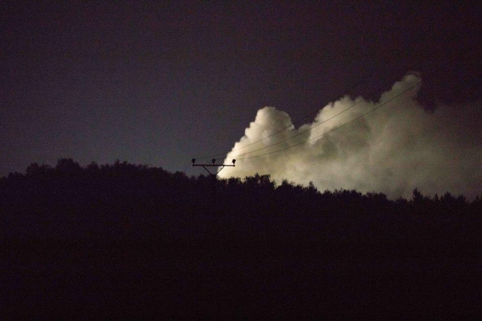 Dichte Rauchwolken am Abendhimmel über Langenau.