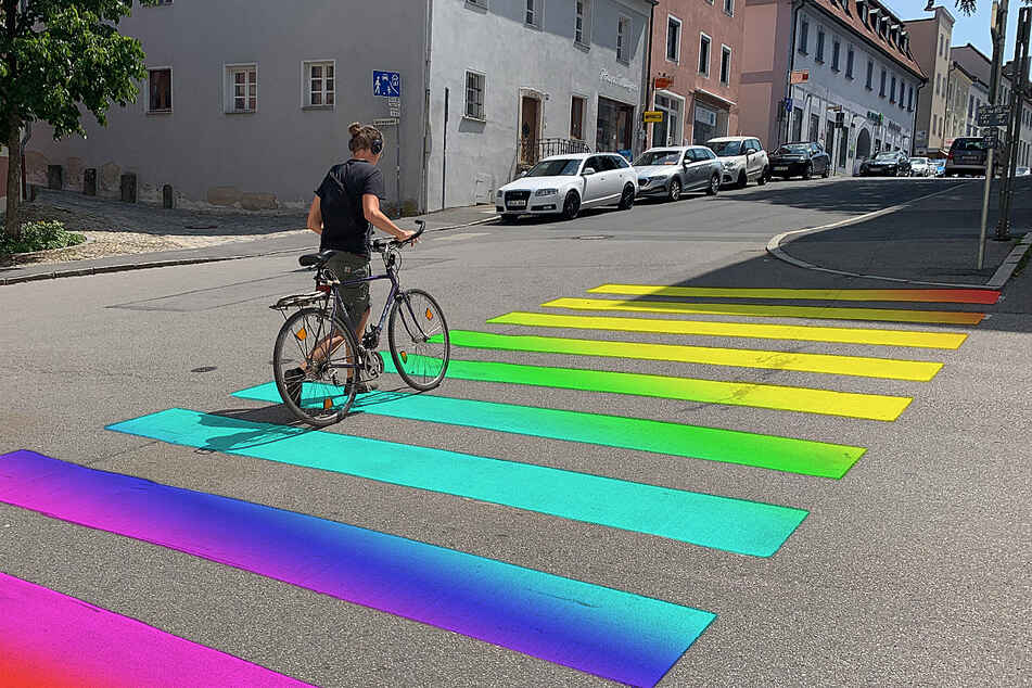 Wirds den Straubingern zu bunt? Regenbogen-Farben für Zebrastreifen könnten problematisch werden. Doch es gäbe weitere Ideen.