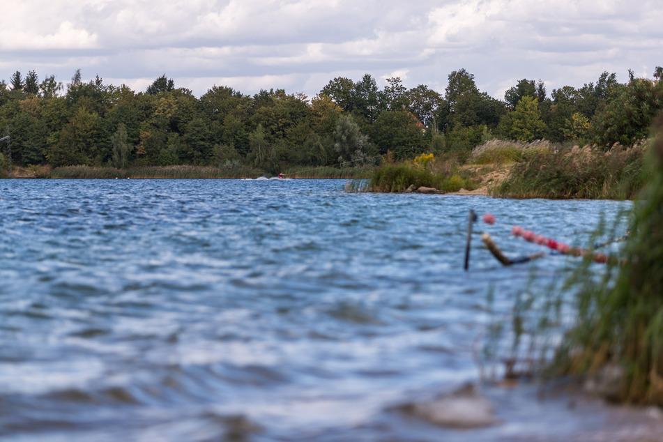 Das Unfallopfer war mit einer Gruppe im Kulkwitzer See tauchen, als das Unglück geschah. (Archivbild)