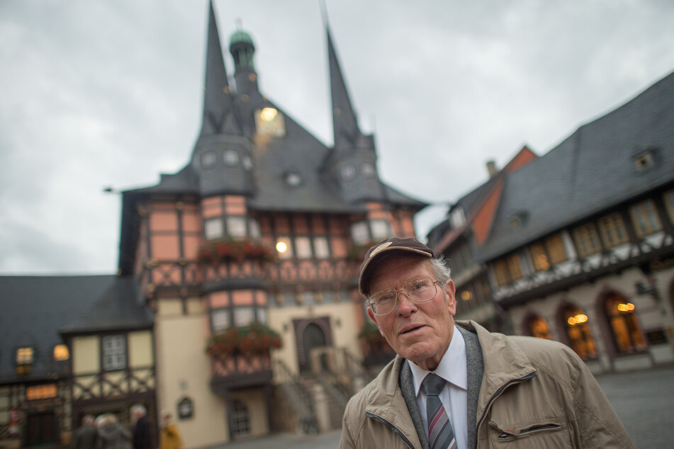 Für sein ehrenamtliches Engagement wurde der Wanderführer aus Wernigerode mit dem Verdienstorden des Landes Sachsen-Anhalt ausgezeichnet.