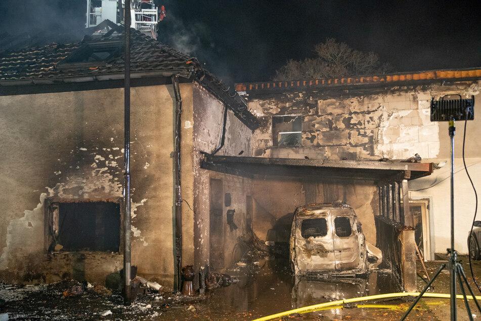 Zwei Wohnhäuser sind in Kerpen am Sonntag bis auf die Grundmauern niedergebrannt.