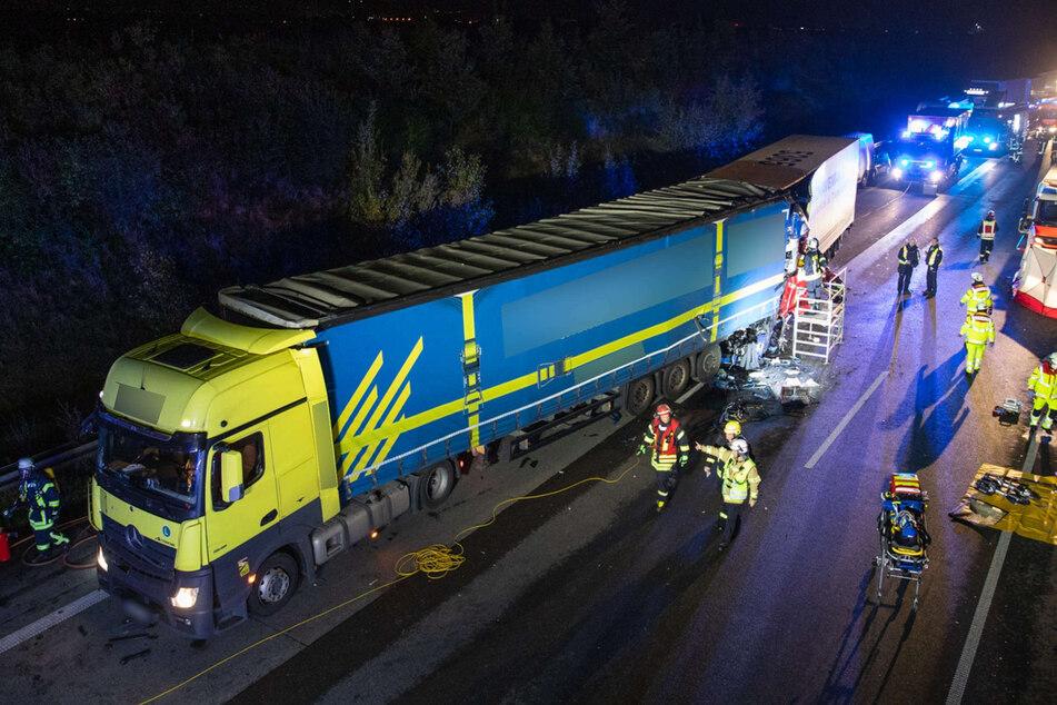 Der Lkw-Fahrer war am Dienstagabend auf der A4 auf ein Stau-Ende aufgefahren.