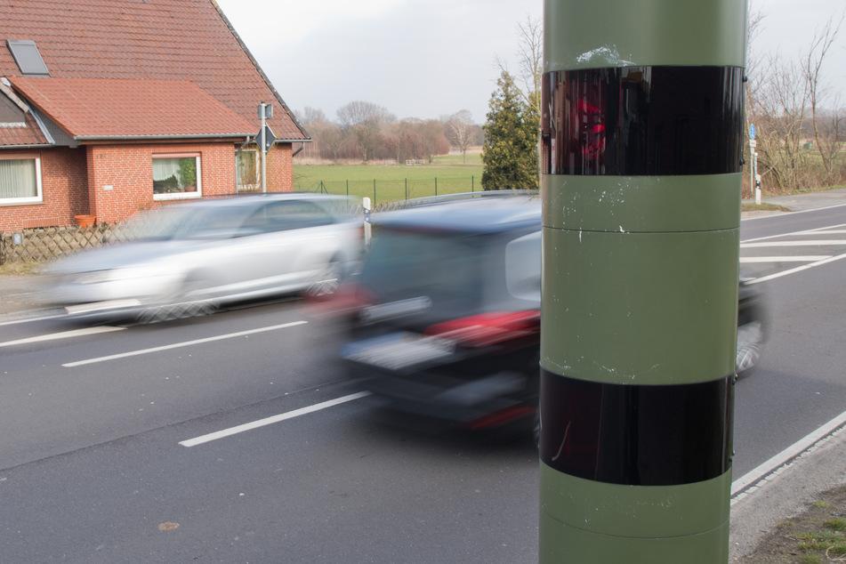 Des Autofahrers gemeinter Gegner: Der Blitzer.