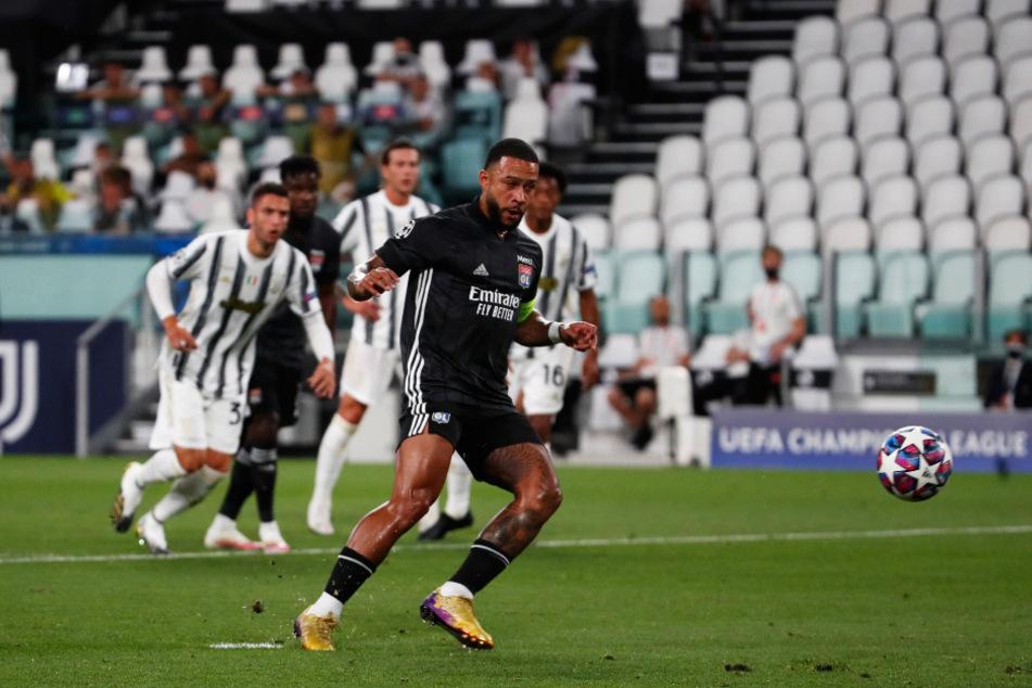Memphis Depay (r.) brachte Olympique Lyon bei Juventus Turin mit einem Panenka mit 1:0 in Führung, verschuldete aber den Handelfmeter und verlor vor dem 1:2 den Ball.