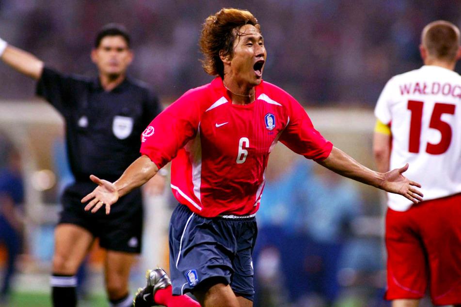 Einer der größten Momente seiner sportlichen Laufbahn: Sang-Chul Yoo (†49, v.) traf bei der WM 2002 am 1. Spieltag der Gruppenphase am 4. Juni zum 2:0-Endstand gegen Polen.