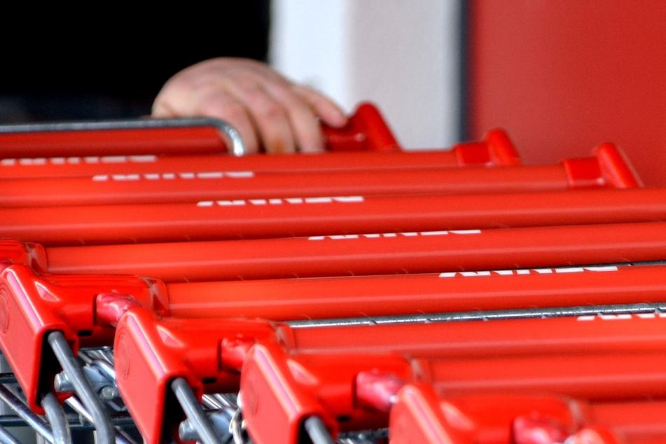 Einkaufswagen-Pflicht in Supermärkten: Handgriffe nicht desinfiziert?
