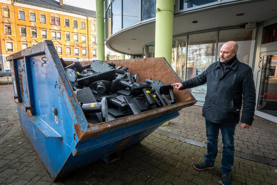 Kann man diese Computer-Monitore noch nutzen oder kann das weg - fragte AfD-Stadtrat Nico Köhler (45) nach der Entrümpelung bei der GGG.