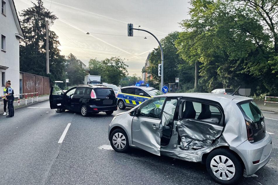 Die Polizei hat die Kreuzung Bismarckstraße/Berliner Straße während der Unfallaufnahme gesperrt.