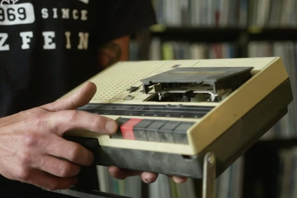 Kassettenrekorder ermöglichten den Teenagern damals, tagtäglich ihre liebsten Hip Hop-Songs zu hören.