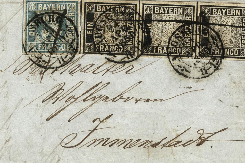 """Auf den 1850 versendeten Brief sind die seltenen Briefmarken """"Schwarzer Einser"""" und """"Blauer Dreier"""" geklebt."""