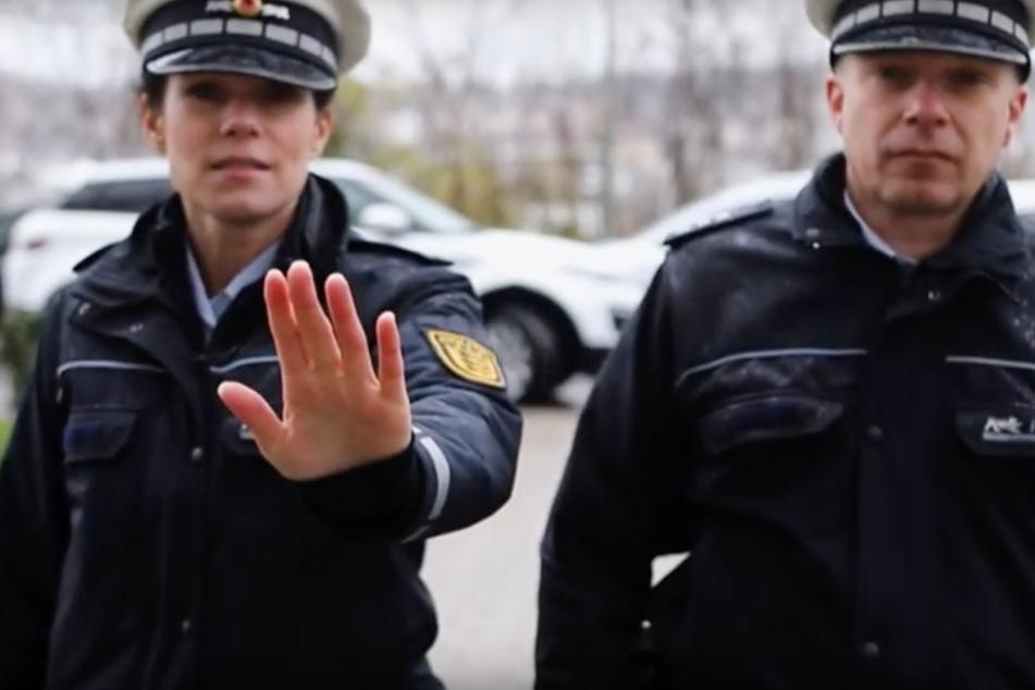 Polizei appelliert mit Video an Bürger, zu Hause zu bleiben