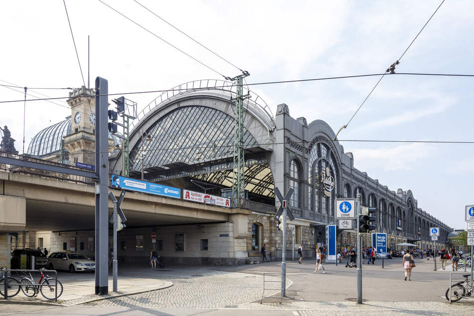 Im Hauptbahnhof Dresden lösten Unbekannte - offenbar aus Jux - einen Feueralarm aus.