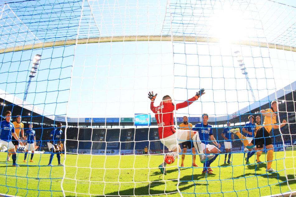 Das 1:0 am 3. Oktober 2015: Einen Freistoß von Marvin Stefaniak (25) köpfte Marco Hartmann (32) am kurzen Pfosten stehend ein. Dynamo gewann die Partie vor fünf Jahren im Ostseestadion mit 3:1.