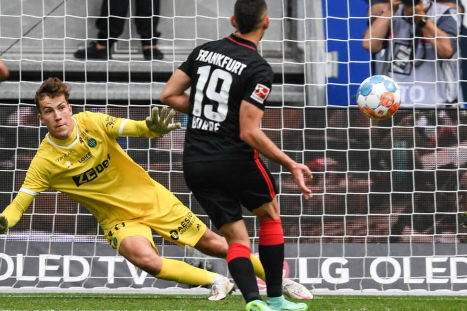 Souverän traf Rafael Borré zum 1:0 für die Hessen vom Punkt.