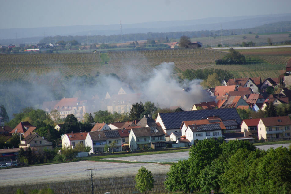 Zwei Wohnhäuser brennen: Hunderttausende Euro Sachschaden