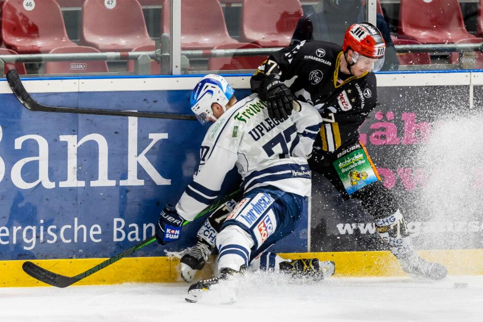 Die Eislöwen sind am Sonntag wie hier Arne Uplegger (l.) böse in Ravensburg ausgerutscht. Robbie Czarnik traf zweimal im ersten Drittel für die Towerstars.
