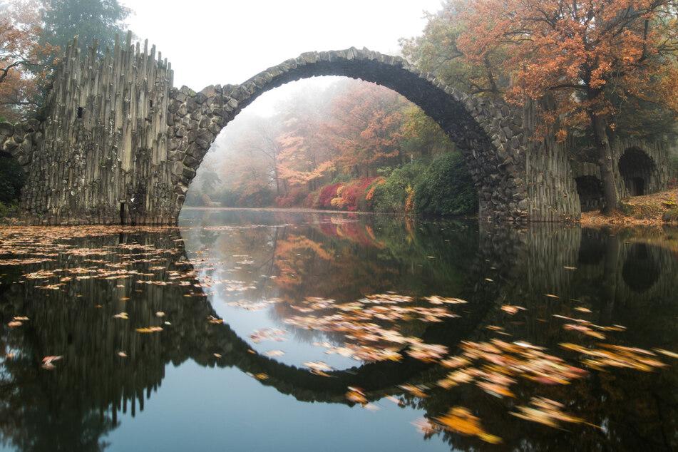 Die Rakotzbrücke ist ein beliebtes Fotomotiv.