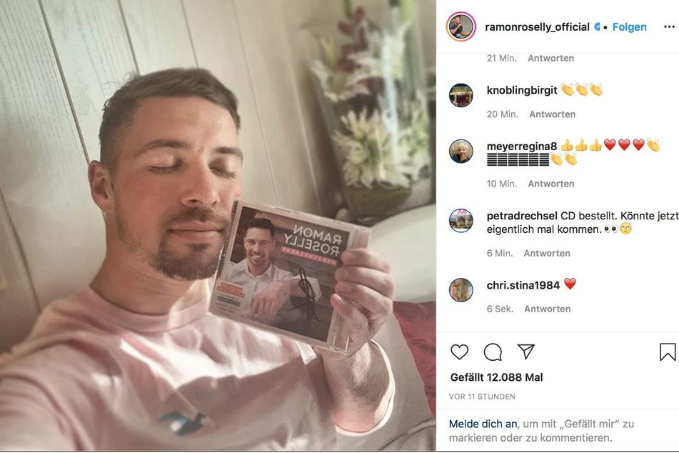 Nur über soziale Medien hält Ramon Kontakt zu seinen Fans - denn ein Konzert konnte er wegen der Pandemie noch nie geben.