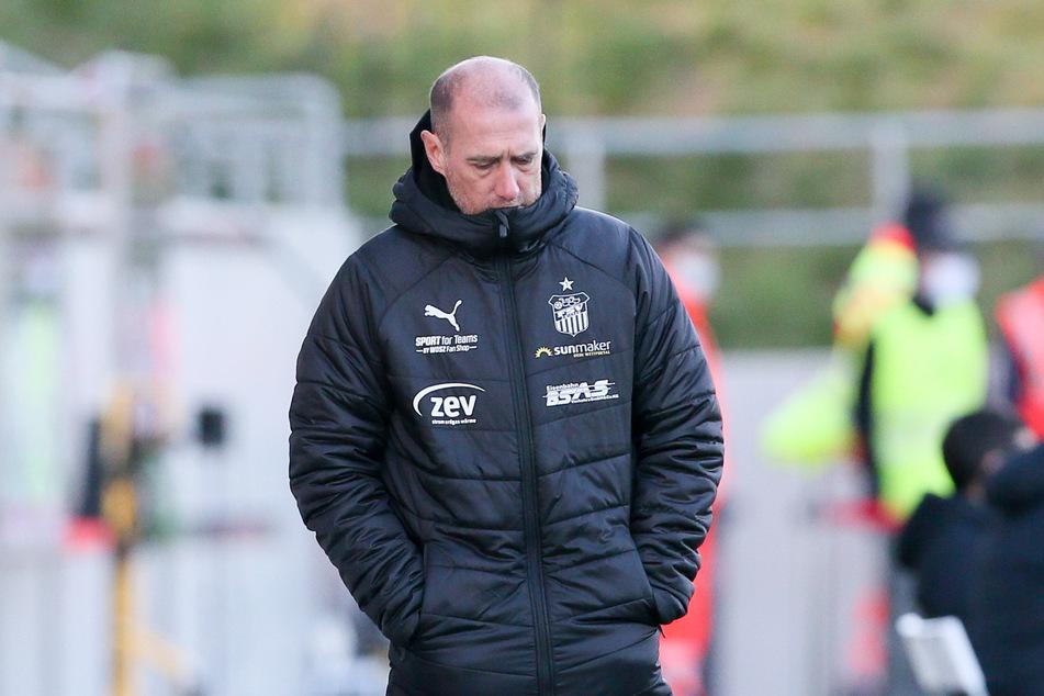 Der Trainerstuhl wackelt! Muss FSV-Coach Joe Enochs bald die Westsachsen verlassen?