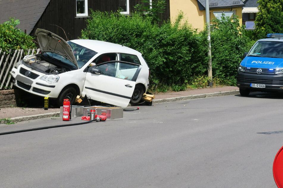 Der Fahrer des VWs wurde bei dem Unfall verletzt und musste ins Krankenhaus gebracht werden.