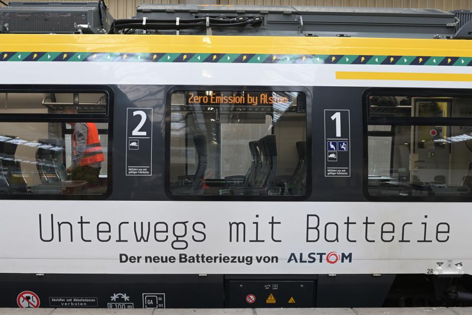 """Unterwegs mit Batterie: Der Zug """"Talent 3"""" fährt mit grünem Saft."""